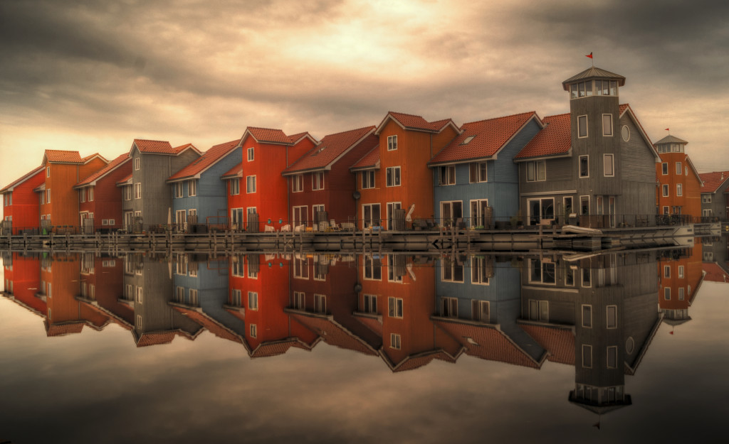 sea-houses-cloudy-buildings